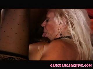 काले बैल पार्टी के साथ गैंगबैंग aarchive व्यभिचारी नानी