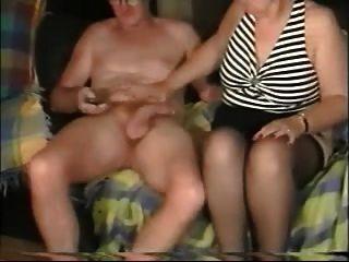 एमेच्योर पुराने जोड़े को सेक्स का आनंद ले रहे