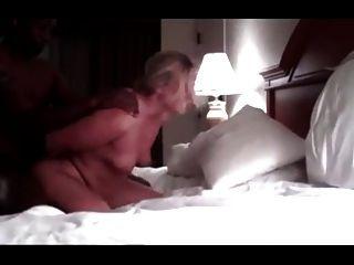 सफेद पत्नी को धोखा दे बीबीसी द्वारा गड़बड़ हो जाता है