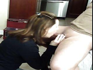 मुंह और निगलने में सह के साथ blowjob