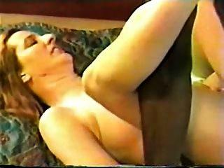 ब्लैक बुल के साथ एक होटल के कमरे में परिपक्व hotwife