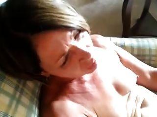 लवली परिपक्व संभोग करने के लिए पाला जाता है