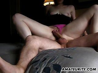 शौकिया प्रेमिका बेकार है और creampie सह शॉट के साथ Fucks