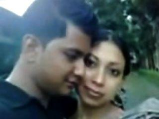 Sylheti महिला दिखा स्तन और प्रेमी के लिए नौसेना