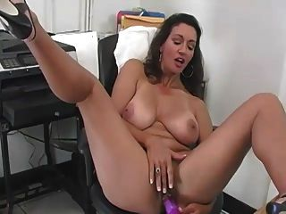 एक कार्यालय में माँ
