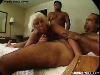 गुदा कड़ा लंड ले रही परिपक्व