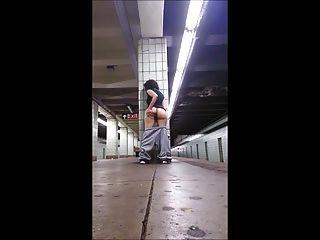 ट्रेन प्लेटफार्म पर लड़की छूत