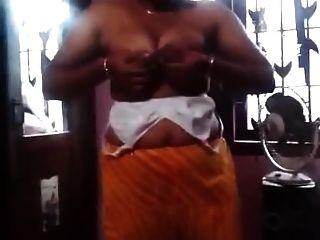 केरल दूधिया स्तन wid ऑडियो दबाया
