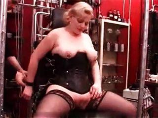 मेरी सेक्सी भेदी छेदा परिपक्व गुलाम स्तन किसी न किसी