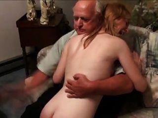 बूढ़े आदमी द्वारा spanked