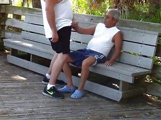 पुराने समलैंगिकों सार्वजनिक पार्क में यौन संबंध