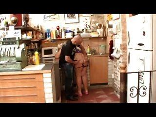 बिग तैसा बीबीडब्ल्यू दादी रसोई घर में गड़बड़