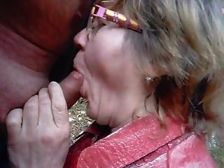 दादी जंगल में उसके पति को बेकार