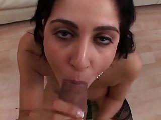भारी स्तन प्रेमिका एक विशाल चेहरे विस्फोट हो जाता है