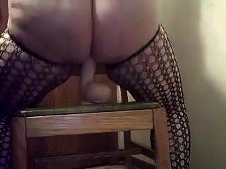 बड़ी लड़की एक dildo पर कमिंग