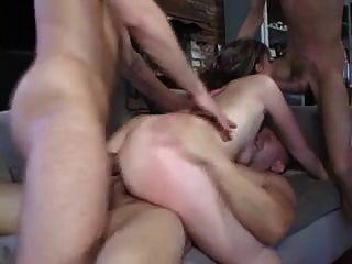 गर्म गर्म seduces उसकी बकवास करने के लिए 3 श्रमिकों