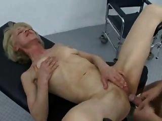 यात्रा पर दादी गुदा सेक्स डॉक्टर