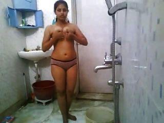 भारतीय लड़की स्नान नग्न