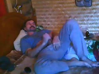 Str8 पिताजी बेडरूम कैम पर wank