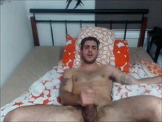 बिस्तर पर Str8 आदमी स्ट्रोक
