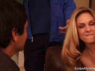 गोरा जीवनानंद newlywed गुदा की कोशिश करता है