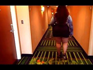 बीबीडब्ल्यू सेक्सी पैर हाइ हील्स में अच्छा चल