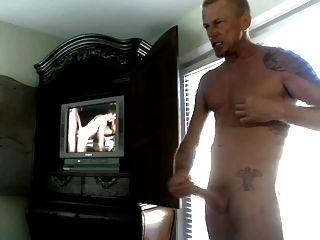 Str8 पिताजी होटल के कमरे में पॉर्न देख