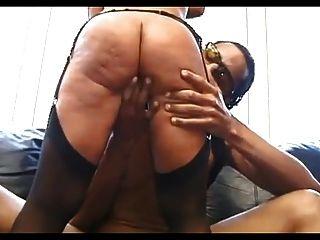 मोज़ा में सेक्सी परिपक्व काले आदमी
