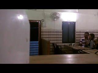 भारतीय BF दबाने चूसने GF स्तन रेस्तरां