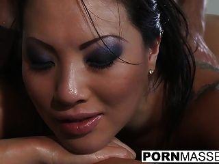 सेक्सी आसा अकीरा एक मालिश के बाद एक बड़ा डिक द्वारा drilled हो रही