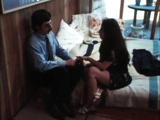 मेरी पत्नी, वेश्या - 1977
