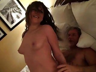 जवान लड़की बड़े आदमी fucks