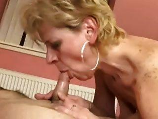 उस पर महान Saggy स्तन