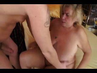 सुनहरे बालों वाली दादी (बिग Saggy स्तन)