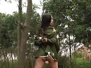 चीनी सेना महिला पेड़ से बंधा 3