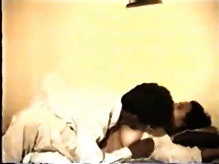 भारतीय एमआईएलए और उसे सेक्सी पति (10 मिनट पर कार्रवाई शुरू)