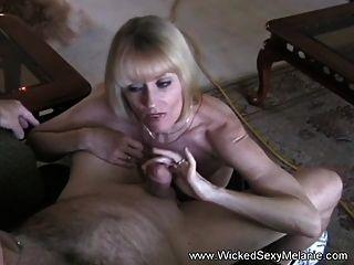 माँ मेरे स्तन बकवास कहते हैं