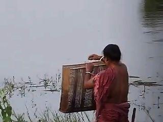 चाची blouseless स्तन भाग 2 दिखा