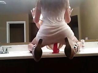 बाथरूम में गर्म क्षणों