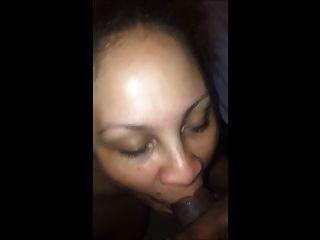 उसके पति को विश्वासघात Boricua पड़ोसी के साथ सेक्स करना