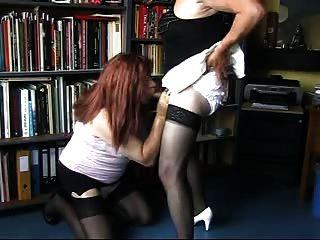 दो पार कपड़े पहने sluts