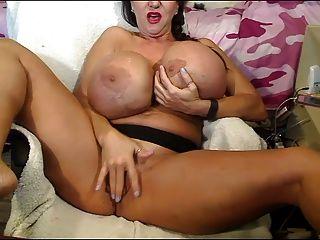 वेबकैम पर बड़े स्तन