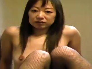 जनता में एशियाई महिला