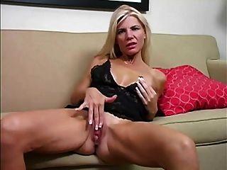 माँ हस्तमैथुन करने के लिए पसंद करती है
