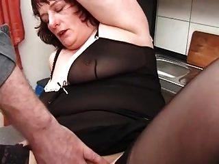 स्टॉकिंग्स में मेरी सेक्सी भेदी छेदा दादी fisting