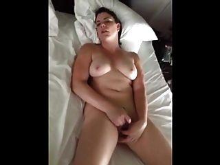 पति फिल्मों उसकी orgasms