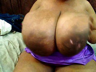 कैम पर बिग काली स्तन