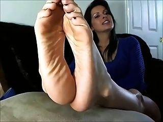 सेक्सी परिपक्व महिला पैर और तलवों से पता चलता है