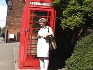ब्रिटेन सारा, एक प्रसिद्ध पूर्व अंगरेज़ी शहर में एक दिन के लिए बाहर