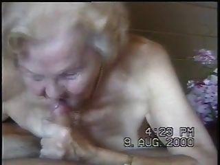 दादी चूसना प्यार करता है